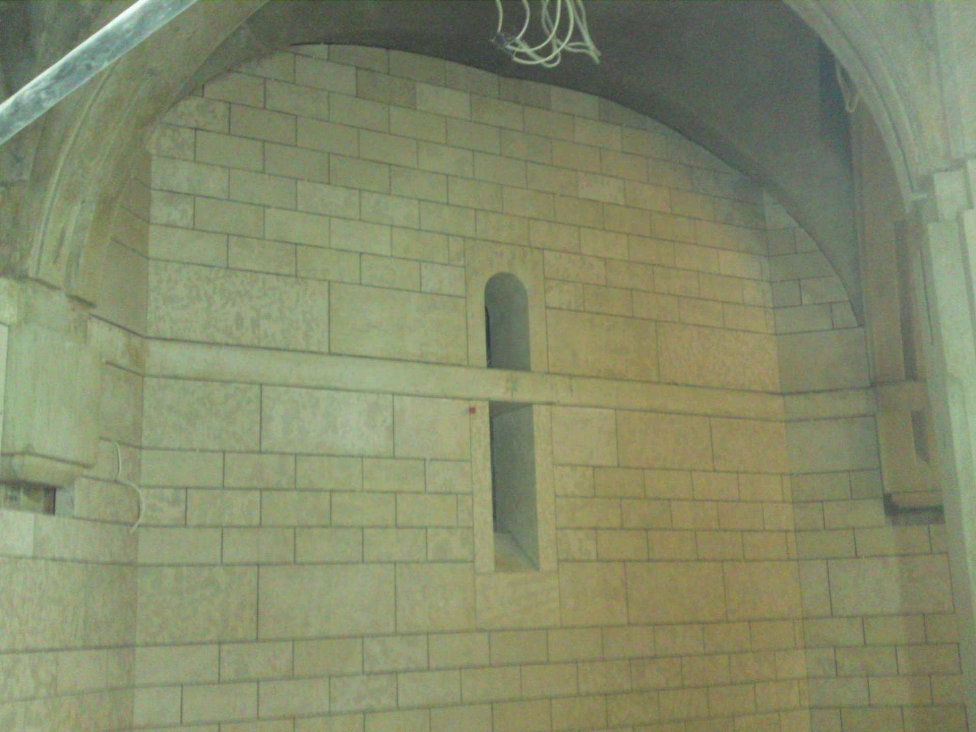Ściany wykonane w elementach blokowych z marmuru Wratza.