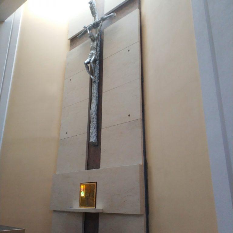 kościół-św-karola-boromeusza-poznań-portal-ołtarza-trawertyn