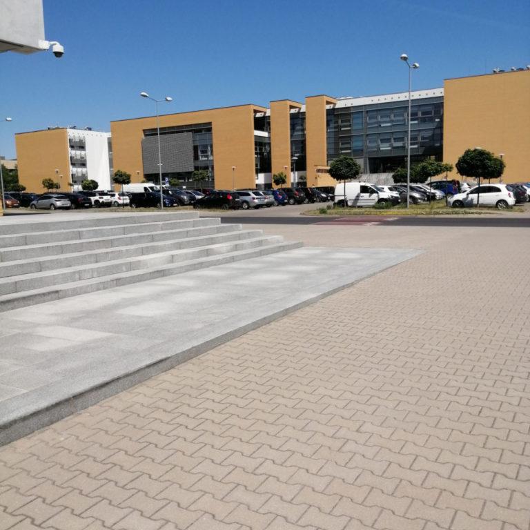 uam_poznan_schody_blokowe_z_granitu_03
